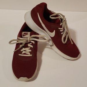 NIKE Tanjun Burgundy sneakers size 6